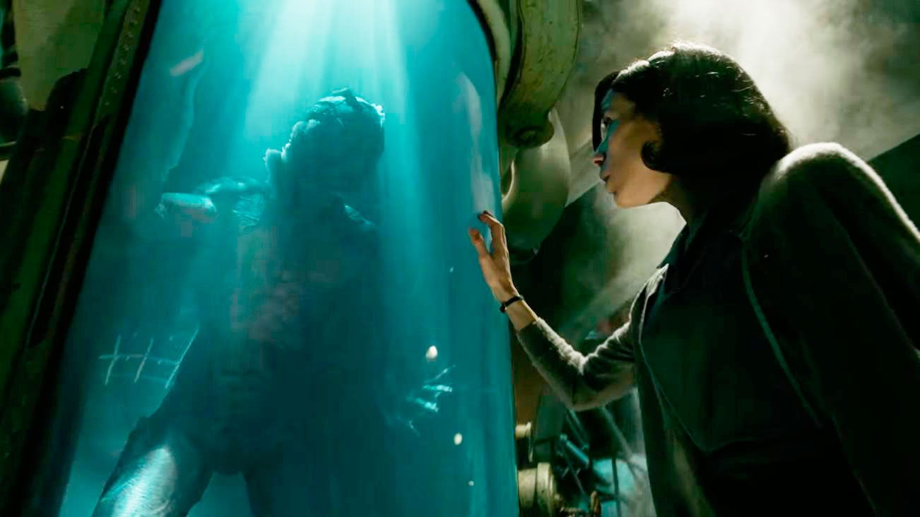Sally Hawkins y Doug Jones en el film La forma del agua